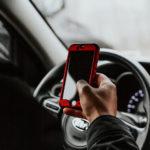 În curând, iPhone-ul tău nu va mai funcționa în timp ce conduci